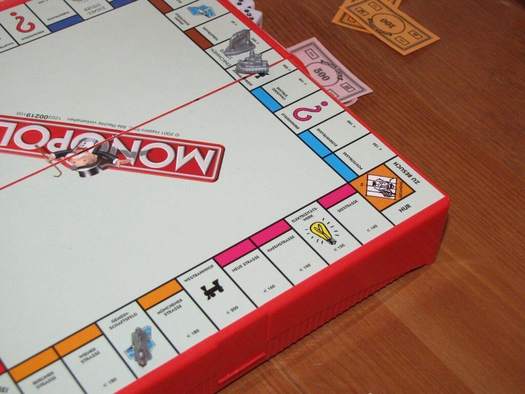 W co grać z dziećmi? Przegląd najciekawszych gier planszowych i komputerowych dla rodziny